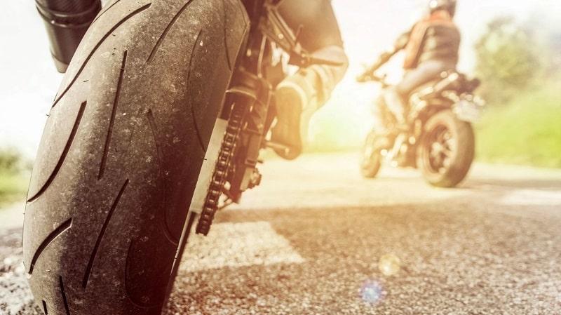 Quelle pression pour pneus moto